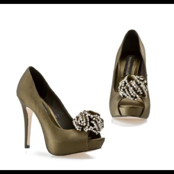 4f87042b482d Steve Madden Luxe green satin platform heels 9